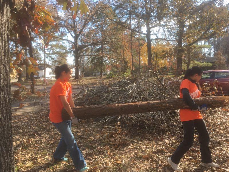 感恩節幫助颶風受災家庭重建